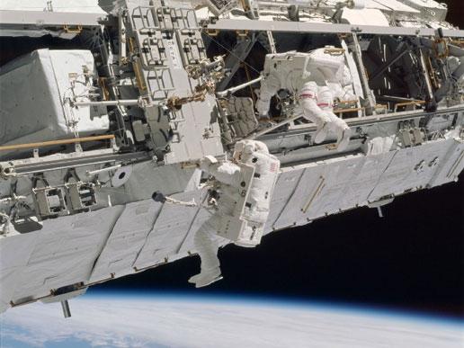 Как влияние микрометеоидов создает опасность для сегодняшнего космоса