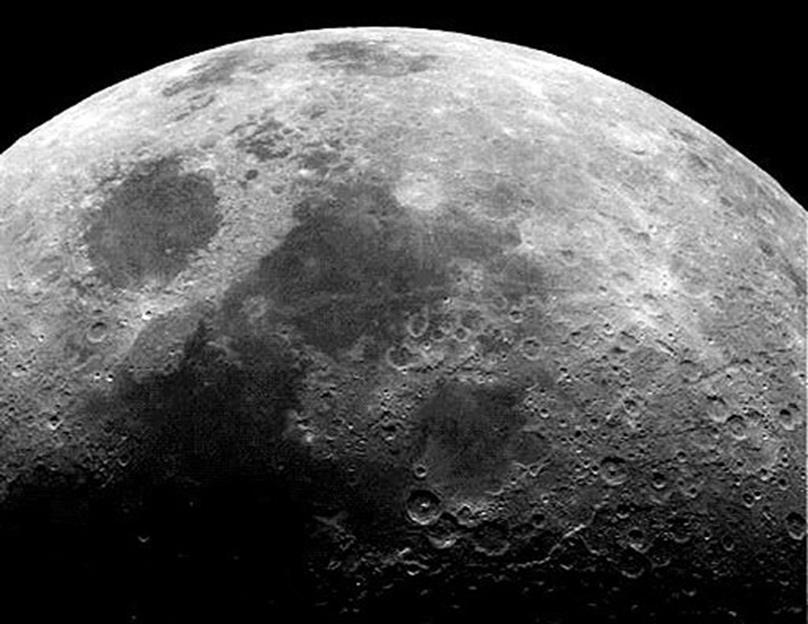 Вода на Луне и Земле пришли из одних и тех же примитивных метеоритов