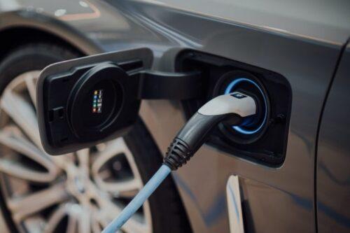 Чтобы увеличить сокращение выбросов от электромобилей, знайте, когда нужно заряжать
